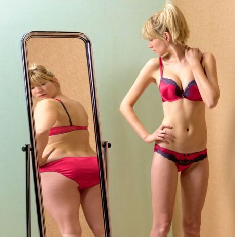 Woman-looking-at-bum-in-mirror